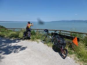 devant le lac de TRasimene
