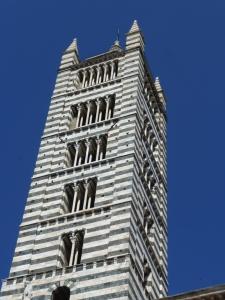 le clocher du Duomo (en marbre)