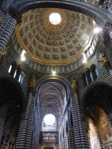 l'intérieur du Duomo : les pavements, les fresques, les tableaux et les statuts en bronze,...exceptionnel!