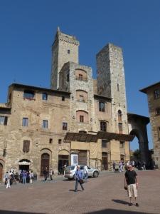 les tours et la piazza de San Giminiano
