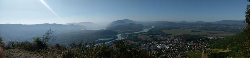 Vue sur le Rhône et le lac du Bourget.